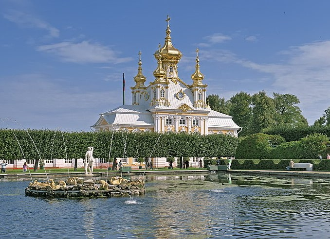 Квадратный пруд в Верхнем парке Петергофа, фото Aleks G