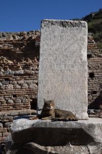 Столб с надписями в Эфесе, Турция