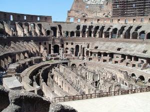 Внутренний амфитеатр Колизея в Риме