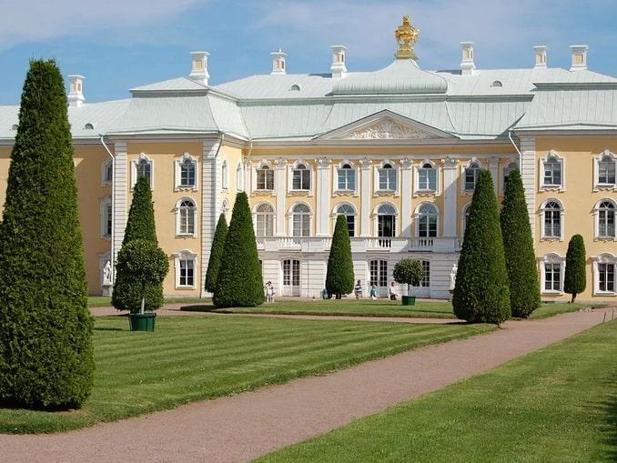 Большой Петергофский дворец открыт во все дни кроме понедельников