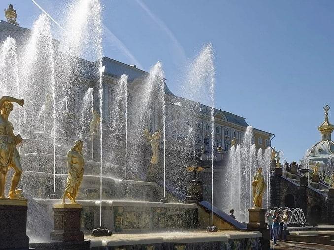 Фонтаны Петергофа работают ли в Санкт-Петербурге в сентябре?