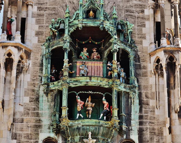 Часы на Новой ратуше Мюнхена, Мариенплац