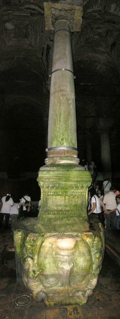 Колонна с головой Горгоны в Цистерне Базилике