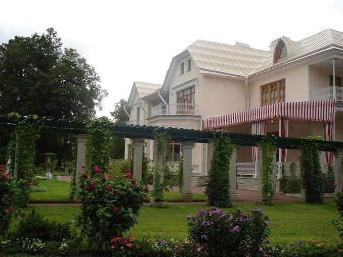 Фермерский дворец в Петергофе, фото SERGiK73 / Wikimedia Commons