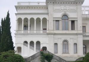 Арки и галереи восточного фасада Ливадийского дворца