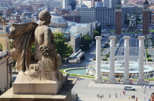 Вид от Национального дворца на площадь Испании в Барселоне