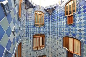 Плитка и окна внутреннего дворика в Каса Бальо