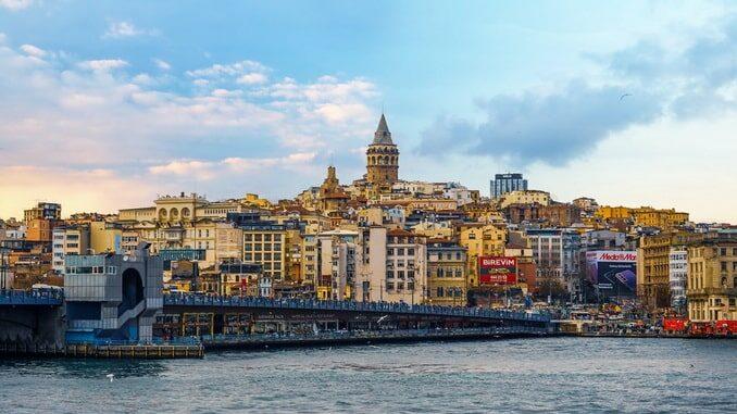 Галатская башня в Стамбуле в начале октября