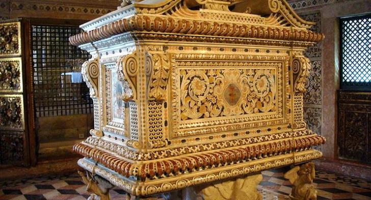 Гробница Жуаны в Авейру