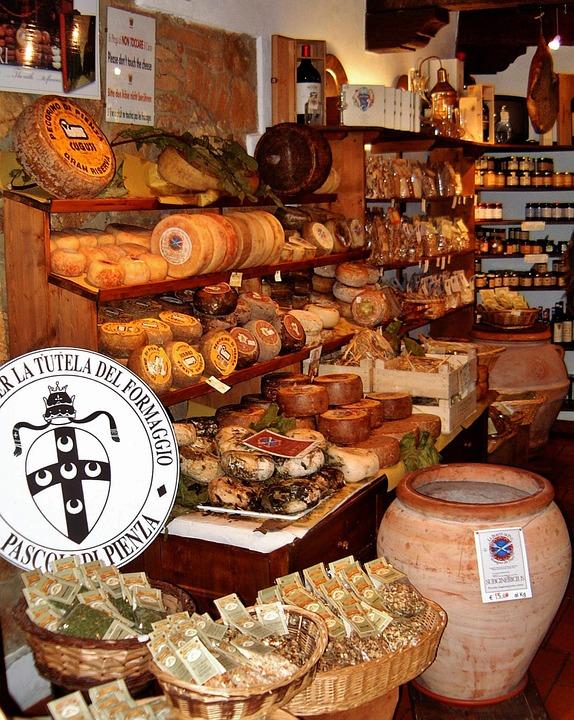 Сырный магазин в Италии