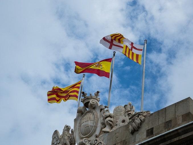 Флаги Каталонии и Испании