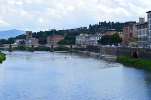 Вид с моста на Арно и Флоренцию