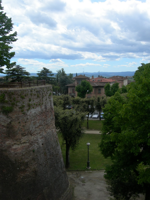 Крепость Медичи, вид на Сиену