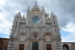 Главный, западный фасад Сиенского собора