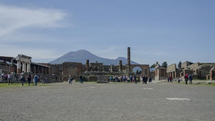 Помпеи и Везувий