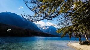 Озеро Бохинь: горы и пляж