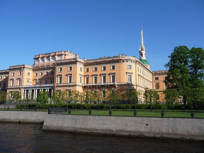 Михайловский замок, вид с Мойки