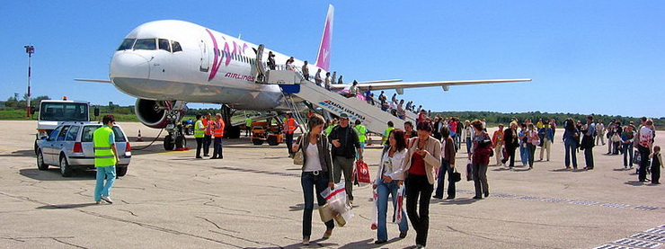 "Самолет ""ВИМ-Авиа"" в Пуле, фото Fr0nt / Panoramio"