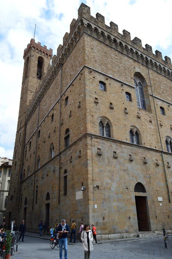 Замок Барджелло снаружи