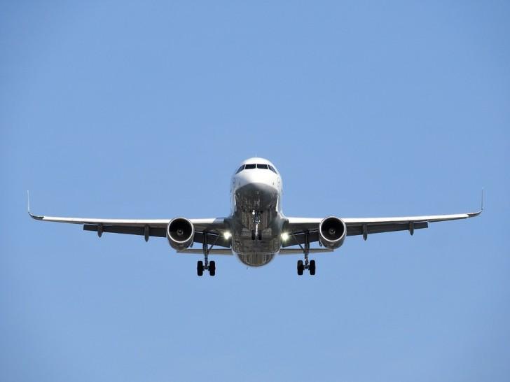 Садящийся самолет