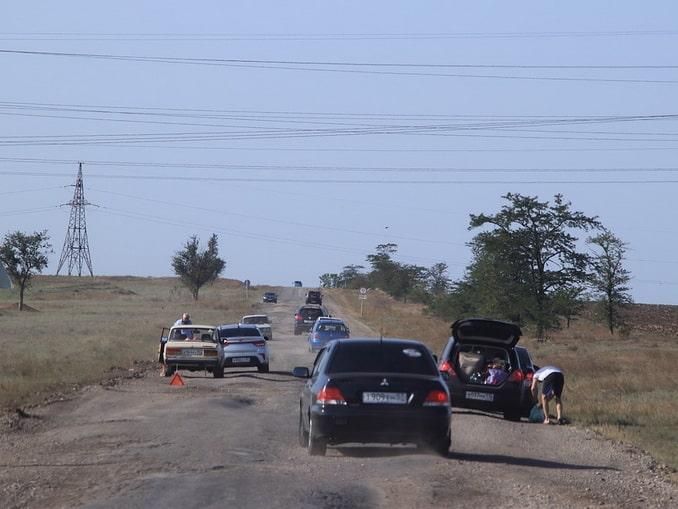 Дорога в Крыму, машины