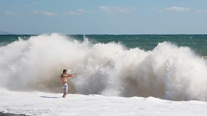 Крым, волны
