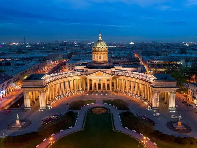 Казанский собор в Питере особенно красив вечерами