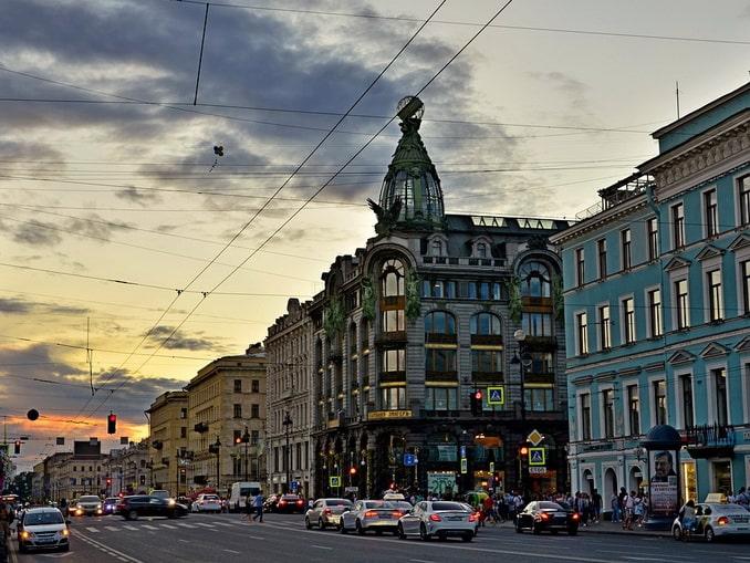 Невский проспект в Санкт-Петербурге - конец мая