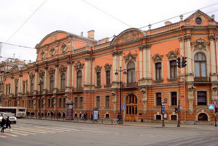 Главный фасад дворца Белосельских-Белозерских