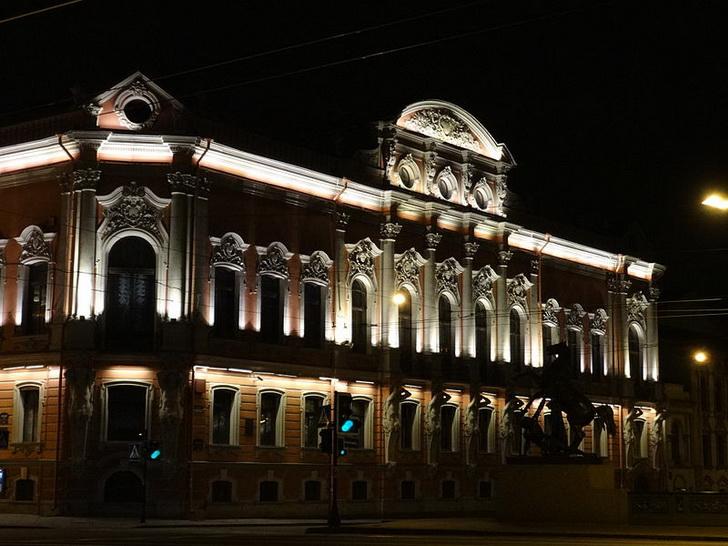 Дворец Белосельских-Белозерских ночью