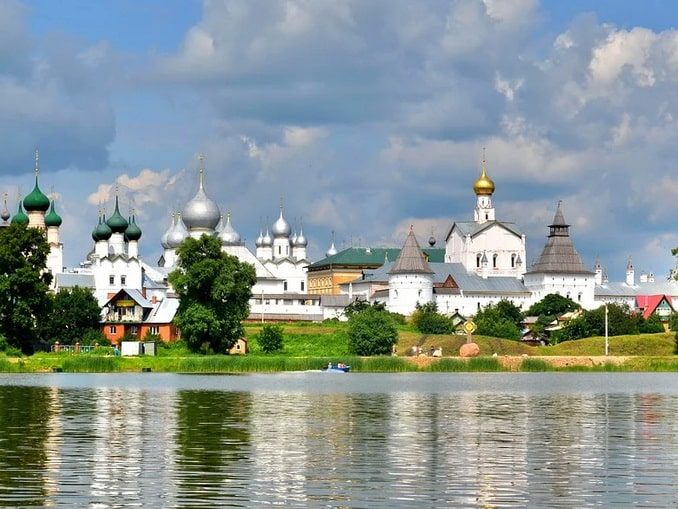 Ростов Великий - одно из самых интересных мест в Ярославской области