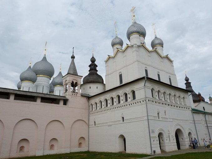Ростовский Кремль: башня и купола