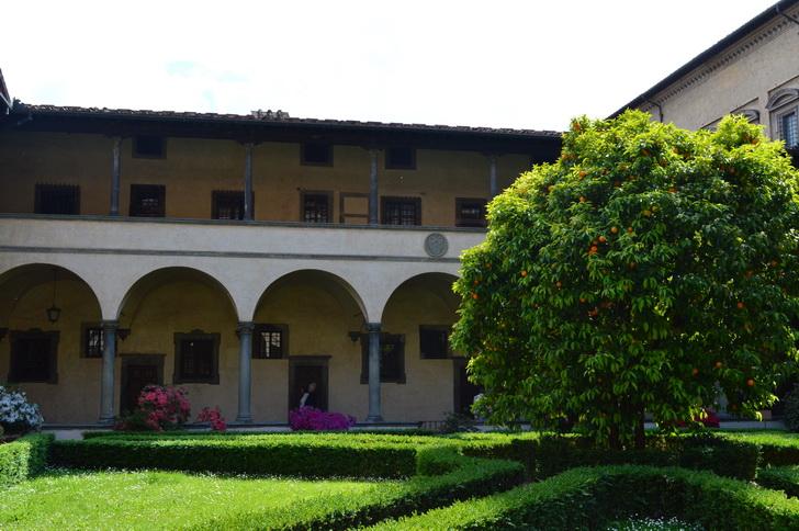Дворик монастыря Сан-Лоренцо, Флоренция