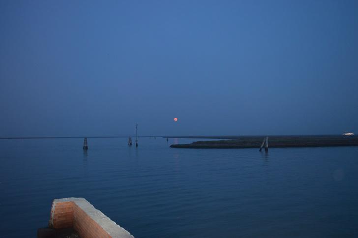 Луна над лагуной, Бурано