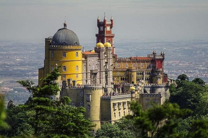 Дворец Пена - сказочный замок на холме