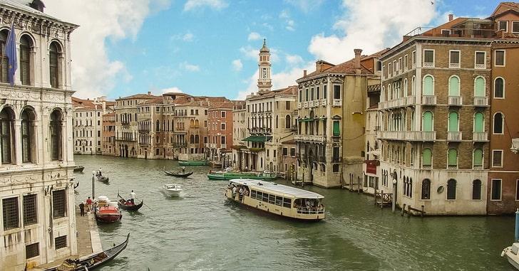 Венеция, вапоретто на Гранд-канале
