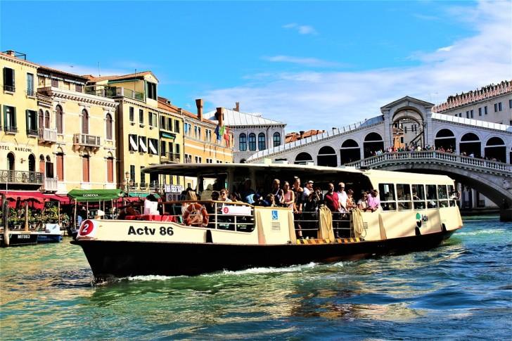 Маршрут вапоретто №2 в Венеции на Гранд-канале