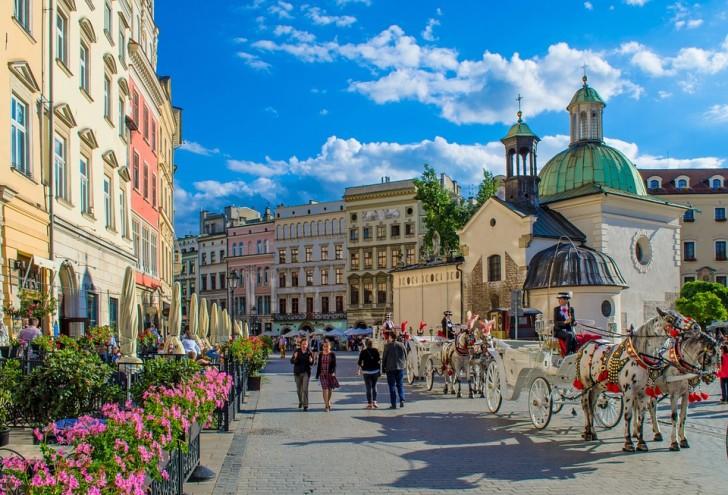 Рыночная площадь Кракова, костел святого Адальберта