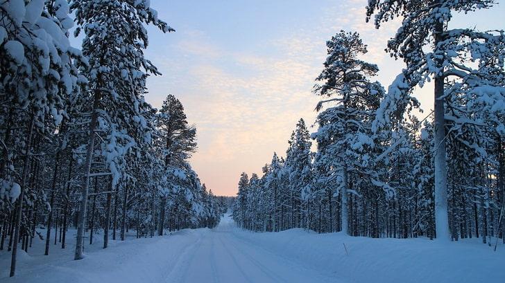 Снежная дорога в Финляндии