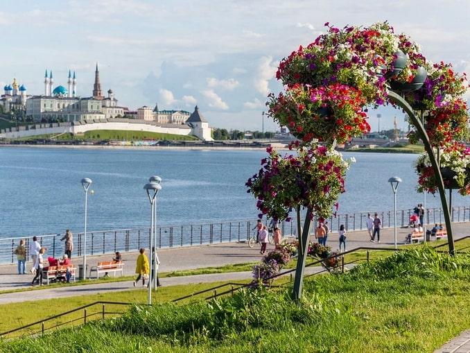 Вид на Казанский Кремль с другого берега Волги