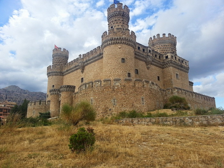 Замок Мансанарес, Испания