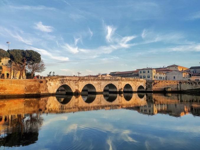 Мост Тиберия - главная достопримечательность Римини