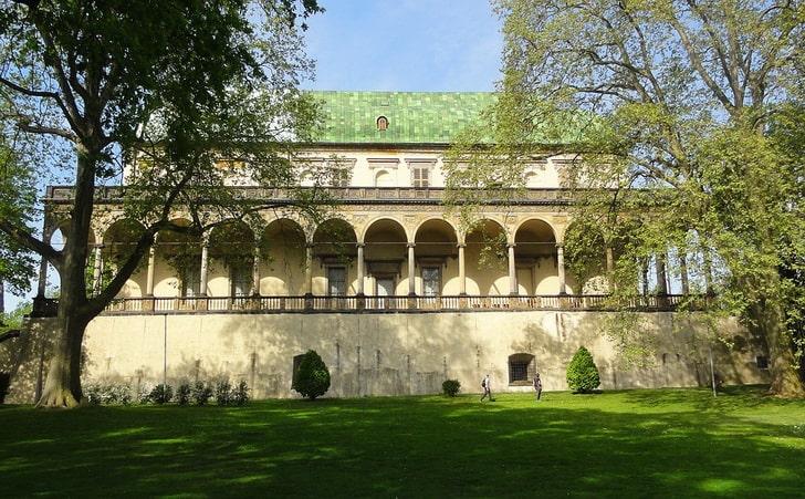 Дворец королевы Анны, Пражский град