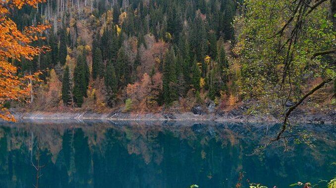Озера Рица - главное, что нужно посмотреть в Абхазии
