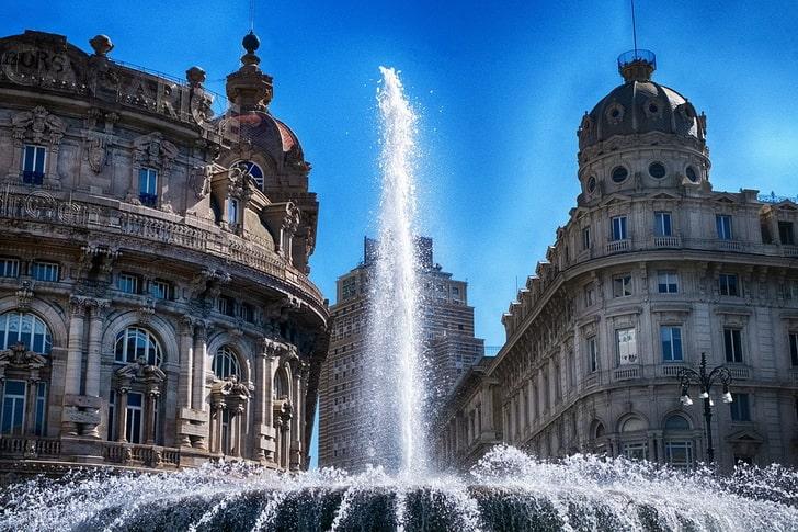 Генуя, фонтан на Площади Феррари