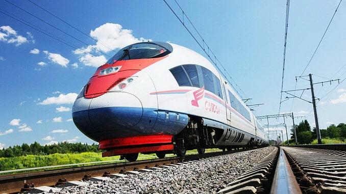 """Поезд """"Сапсан"""" из Москвы в Санкт-Петербург - самый быстрый, фото Shilpy Arora"""