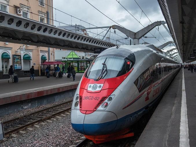 """Поезд """"Сапсан"""" на Московском вокзале Санкт-Петербурга"""