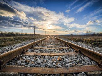 Железнодорожные пути - сколько едет поезд из Москвы до Санкт-Петербурга