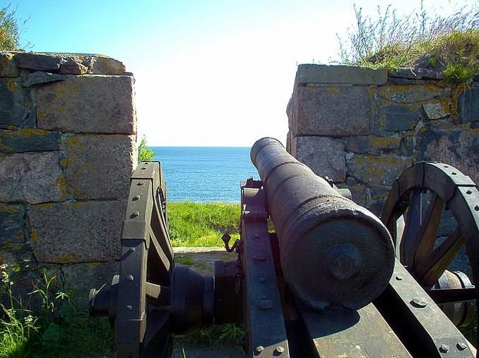 Пушка в крепости Суоменлинна