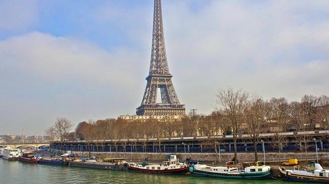Париж в декабре: Сена и Эйфелева башня
